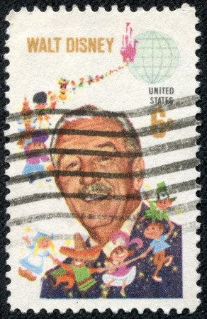 screenwriter: USA - CIRCA 1980 francobollo stampato negli Stati Uniti d'America mostra Walt Disney e bambini del mondo, circa 1980