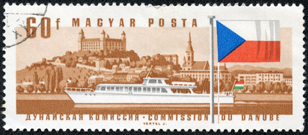 magyar: HUNGARY - CIRCA 1967  A stamp printed in Hungary from the  25th Session of Danube Commission  issue shows hydro bus Revfulop and Bratislava Castle, Slovakia, circa 1967