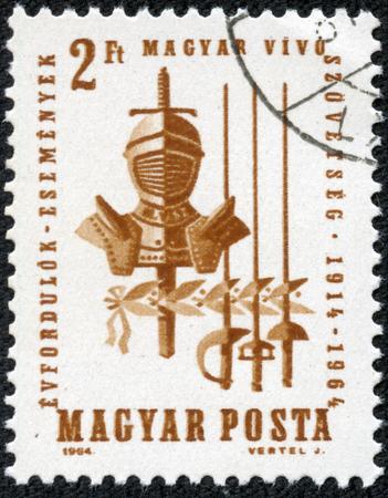 sabel: HONGARIJE - CIRCA 1964 stempel gedrukt door Hongarije, toont Armor, sabel, zwaard en folie circa 1964 Stockfoto