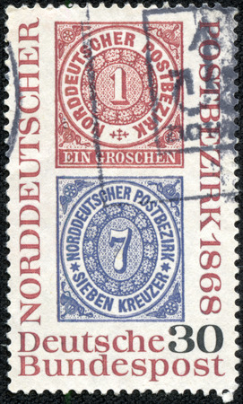 confederation: GERMANIA - CIRCA 1968 un francobollo stampato in Germania mostra la riproduzione di francobolli di Poste Confederazione tedesca del Nord, circa 1968 Archivio Fotografico