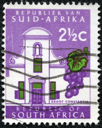suid: SOUTH AFRICA - CIRCA 1961  a stamp printed in South Africa shows Groot Constantia, The Oldest Wine Estate in South Africa, circa 1961