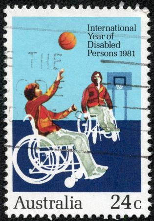 AUSTRALIE - CIRCA 1981 Timbre-poste imprimé en Australie, dédié à l'Année internationale des personnes handicapées, montre athlète handicapé, vers 1981 Banque d'images - 29362714