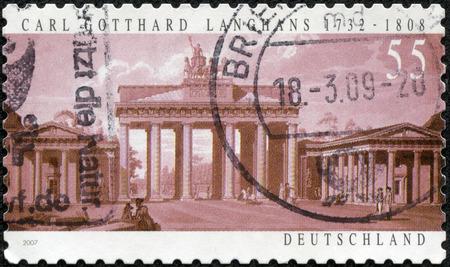 ドイツ - ブランデンブルク門ドイツ ショーで印刷スタンプ 2007 年頃 2007年年頃 Carl ゴッタルド ラングハンスによって設計されました。 写真素材