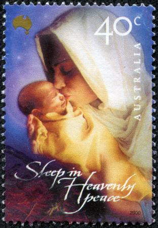 virgen maria: AUSTRALIA-alrededor de 2000 Un sello impreso en AUSTRALIA muestra la imagen de María, comúnmente conocida como Santa María, la Madre María, la Virgen María, era una mujer judía de Nazaret en Galilea, alrededor del año 2000 Editorial