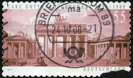ドイツ - 2007年年頃: で印刷スタンプ 2007年年頃 Carl ゴッタルド ラングハンスによって設計された、ドイツはブランデンブルク門を示しています