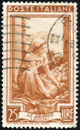 region sicilian: ITALY - CIRCA 1950: A stamp printed in Italy, shows Sicilia - the orange, with the same inscription, from the series  Provincial Occupations , circa 1950 Editorial