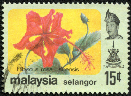 sello: MALAYSIA - CIRCA 1979: A stamp printed in Malaysia (Pahang state) shows Hibiscus rosa-sinensis flower, circa 1979.