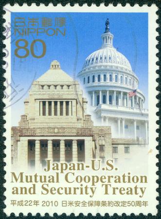 verdrag: JAPAN - CIRCA 2010: Een stempel gedrukt in Japan toont toegewijde Japan VS wederzijdse Cooperetion en Security Treaty, circa 2010