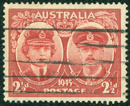 AUSTRALIA - CIRCA 1945: Un francobollo annullato da Australia visita illustrare del duca e la duchessa di Gloucester, emesso nel 1945 Editoriali