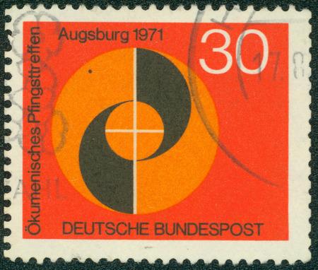 pfingsten: DEUTSCHLAND - CIRCA 1971: einen Stempel in den Deutschland gedruckt zeigt Emblem der Kongress, �kumenischen Treffen zu Pfingsten der Deutsch evangelischen und katholischen Kirchen, Augsburg, circa 1971