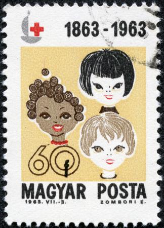 HUNGARY - CIRCA 1963: A stamp printed by Hungary, shows girls of 3 races, circa 1963 Stok Fotoğraf