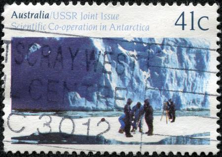 重慶, 中国 - 2014 年 5 月 10 日: オーストラリア ショー科学的で印刷スタンプ シリーズは、1990 年ごろ「ソ連 - オーストラリア - 南極大陸の科学的な協