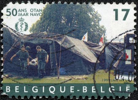 청 화, 중국 -2010 5 월 10 일 : 벨기에에 의해 인쇄 스탬프, 병원 텐트, 나토, 1999 년경을 보여줍니다 에디토리얼