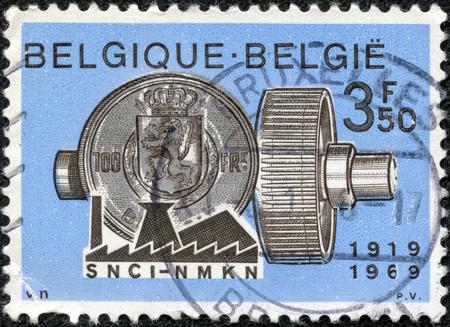 重慶, 中国 - 5 月 10 日、ベルギーで印刷 2014:stamp を示しています銀行活動のシンボル 1969 年頃