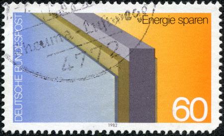 省エネ専用ドイツで印刷された 5 月 10 日、中国・重慶 2014:A スタンプ 1982年年頃の断熱壁を示しています。 報道画像