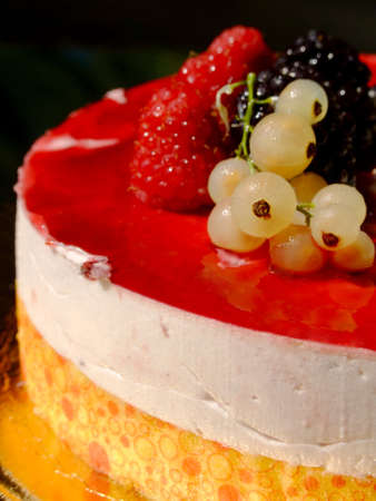aliment: Cheesecake with berries and raspberry sauce Stock Photo
