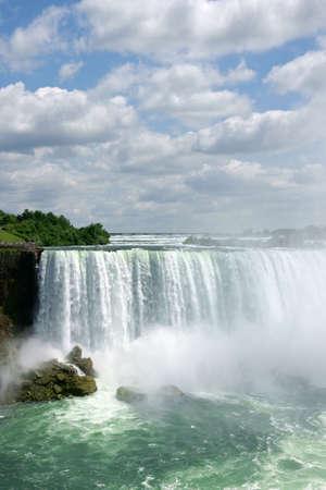 horseshoe falls: Horseshoe Niagara Falls on a cloudy day
