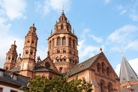 Above the roofs of the houses in the old town of Mainz rises the six towers of St. Martins Cathedral (German: Mainzer Dom) that represents the highest point of Romanesque cathedral architecture in Germany. The Cathedral of Mainz dates from 975 AD but was Stock Photo