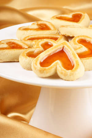 marillenmarmelade: Close-up einige Herz geformt Marillenmarmelade cookies