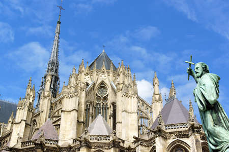 Our Lady of Amiens Cathedral and Statue of Saint Peter the Hermit in Amiens, France  版權商用圖片