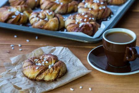 Swedish cinnamon buns with coffee. Imagens
