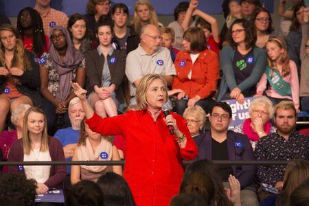 グリンネル、アイオワ州-11 月 3、2015-市庁舎でヒラリー ・ クリントン