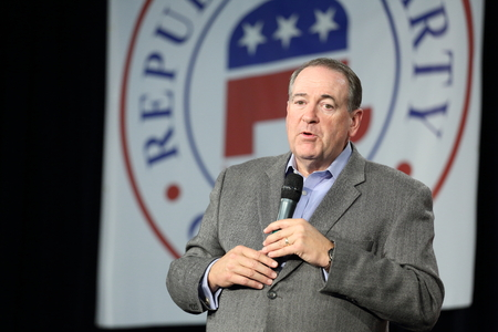 mike: Des Moines, Iowa, USA-October 31, 2015.  Mike Huckabee speaks at a Republican rally