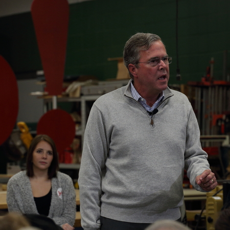 Newton, Iowa, USA-December, 2015.  Jeb Bush speaks to potential voters Sajtókép