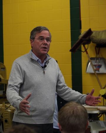 Newton, Iowa, USA-december 2015 Jeb Bush spreekt tot potentiële kiezers Stockfoto - 51661544