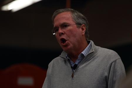Newton, Iowa, USA-december 2015 Jeb Bush spreekt tot potentiële kiezers Stockfoto - 51661547