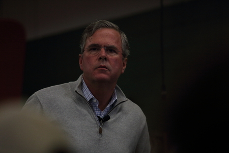 Newton, Iowa, USA-December, 2015.  Jeb Bush speaks to potential voters Stock fotó - 51661557