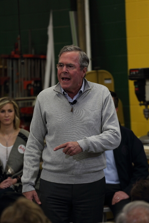 Newton, Iowa, USA-december 2015 Jeb Bush spreekt tot potentiële kiezers Stockfoto - 51661561