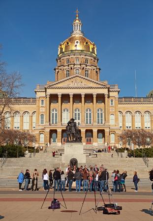 Fotografen ontmoeten op de Iowa State Capitol in Des Moines voor een fotoshoot.