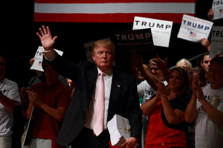Donald Trump at campaign rally, Oskaloosa, Iowa Editoriali