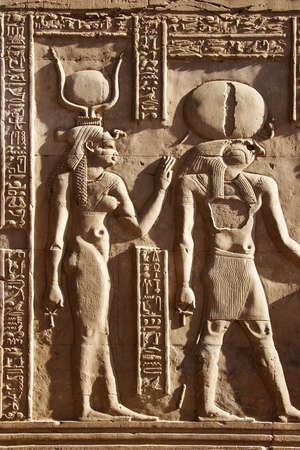 horus: Tallas de piedra de Isis y del horus en Egipto
