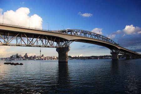 ports: Harbour Bridge blu su un giorno, Auckland, Nuova Zelanda