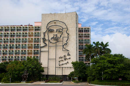 Che Guevara picture on building, Havana