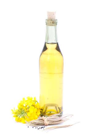 colza: Aceite de colza en el fondo blanco