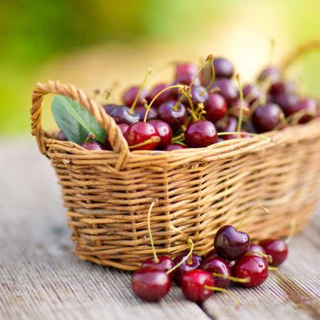 Fresh cherries Stock Photo - 13703707