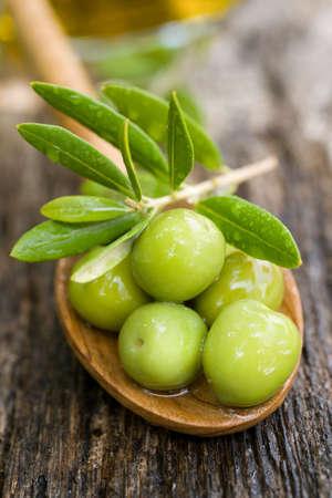 Verse groene olijven