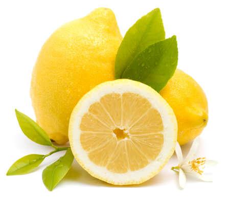 jus de citron: Citrons sur fond blanc