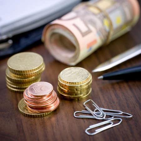 hedging: Symbol, money