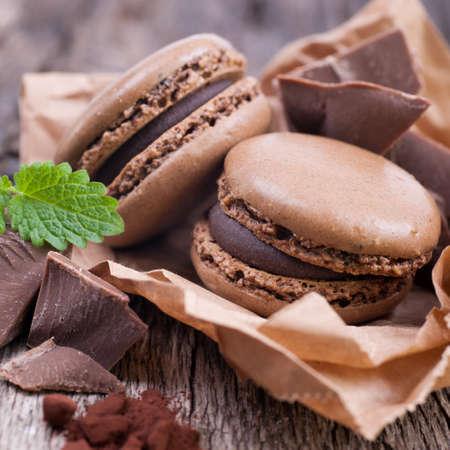 Makronen mit Schokolade Standard-Bild