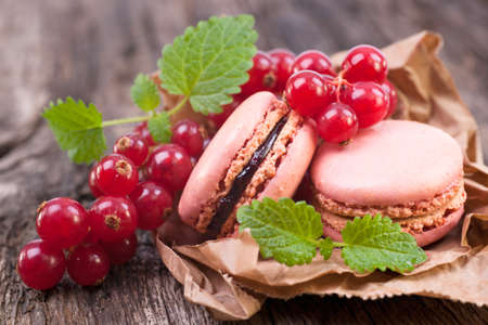 french cafe: Macaroons with redcurrant