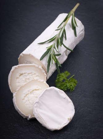 queso de cabra: Queso de cabra fresco Foto de archivo