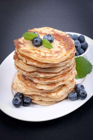 palatschinken: Pancakes mit Blaubeeren
