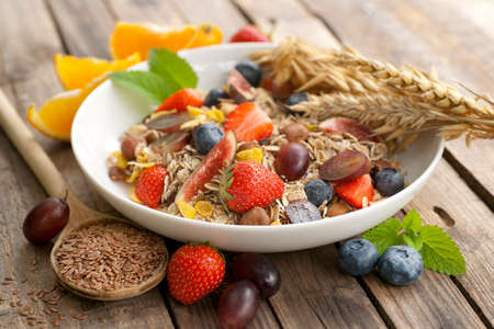 flax seeds: Cereal with fresh fruits