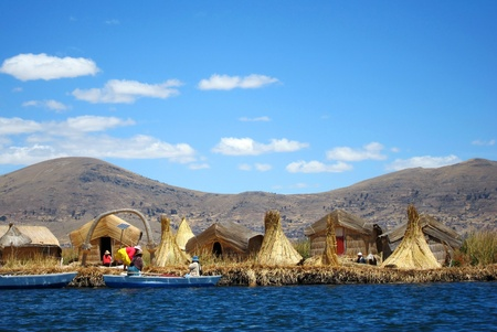 浮動小数点プーノ、ペルーの近くのチチカカ湖に尿島