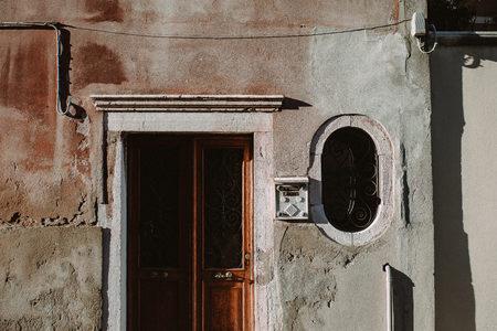Fassade frontal textur  Haus Frontal Europa Lizenzfreie Vektorgrafiken Kaufen: 123RF