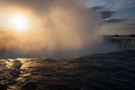 falls: Niagara falls